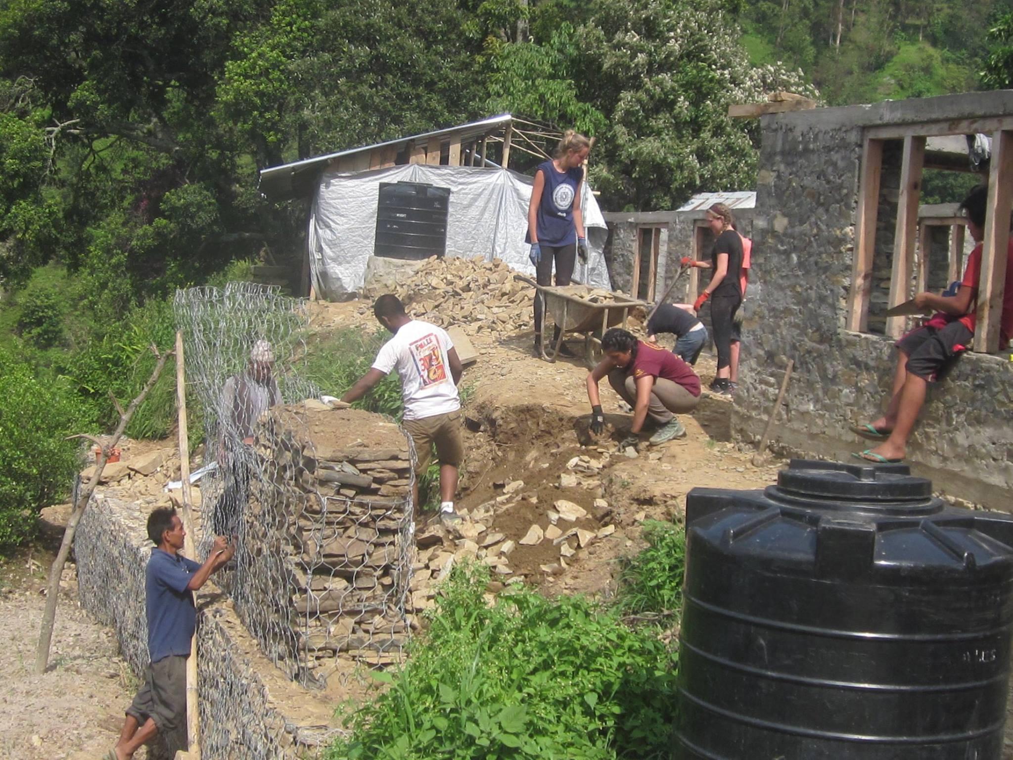 Léa en voyage humanitaire au Népal 3
