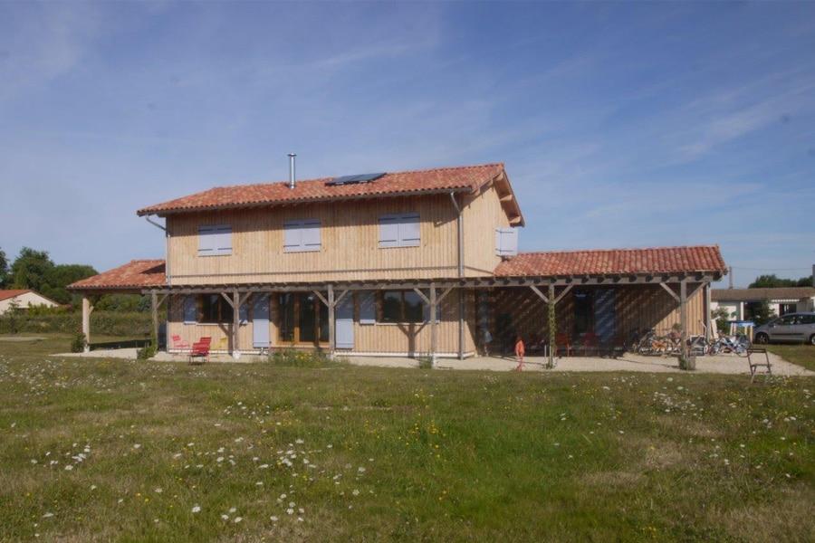 Construction de maison en paille saint rustice scop ecozimut for Construction de maison en paille